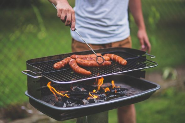 How to Throw the Perfect Barbeque Without Breaking Your Budget