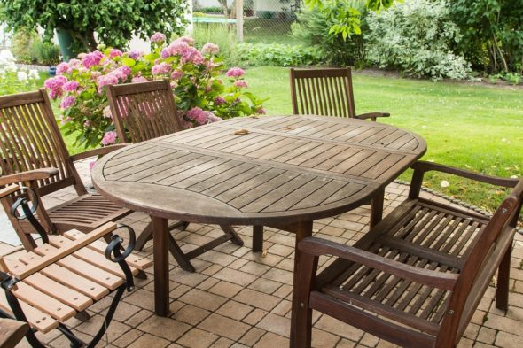 4 things to look out for when buying teak garden furniture